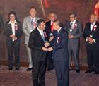 Başkan Recep Konuk'a ödülünü Başbakan Erdoğan verdi.