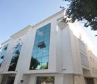 İstanbul Konyalılar Vakfı Kültür Merkezi'ne katkılarından dolayı Konuk'a teşekkür.
